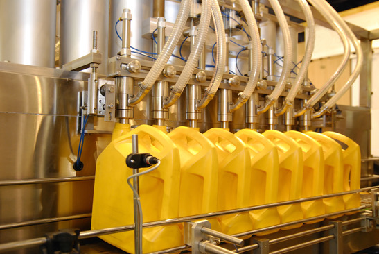 liquid filling machines in industry plant
