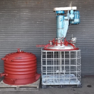 13337 - 650 LITRE STAINLESS STEEL MIXING TANK