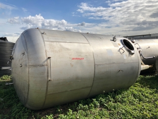 13702 - 13,000 LITRE VERTICAL STAINLESS STEEL TANK, PRESSURE RATED 30PSI