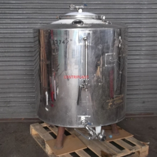 13742 - 810 LITRE STAINLESS STEEL TANK, INSULATED AND CLAD.