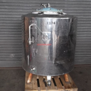 13743 - 810 LITRE STAINLESS STEEL TANK, INSULATED AND CLAD.
