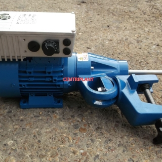 13897 - NEW 0.75KW ELECTRIC CLAMP ON MIXER WITH 1M 316 SHAFT + IMPELLOR